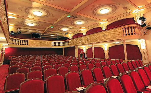 Le theatre des 100 noms